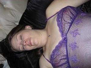 Jeune femme rêve d'un homme romantique